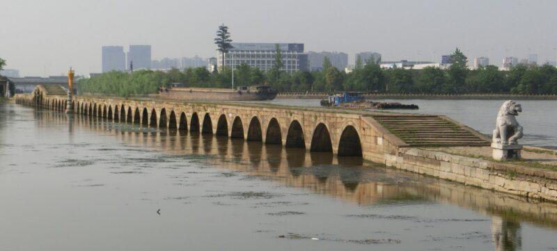 宝帯橋全景