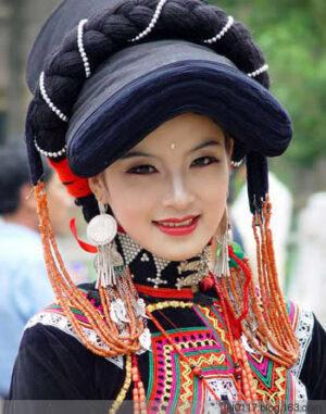 彝族の女性